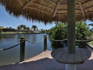 Makler Expose Cape Coral: Immobilien Cape Coral Expose: Möbliertes Haus mit Pool am Gulf Access Kanal