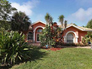 Ferienvilla Florida kaufen: Immobilien Bonita Springs: Ferien Villa Bonita Springs zu verkaufen - Pool, Blick auf 2 Seen - 5000 qm Grundstueck + Separates Apartment