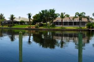 Immobilien Cape Coral kaufen, Haus am Kanal mit Pool