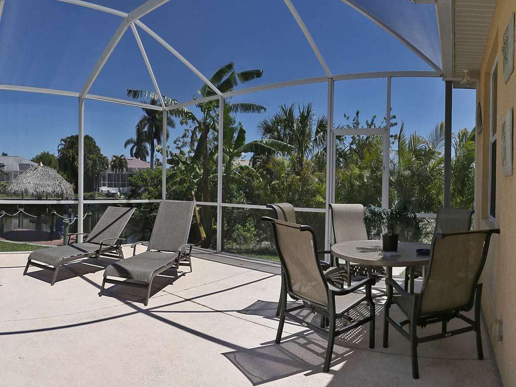 exklusives haus in cape coral zu verkaufen immobilien cape coral. Black Bedroom Furniture Sets. Home Design Ideas