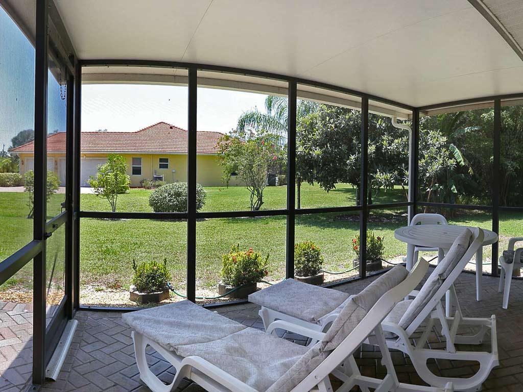Immobilien bonita springs einfamilienhaus mit separater for Innendekorateur mieten