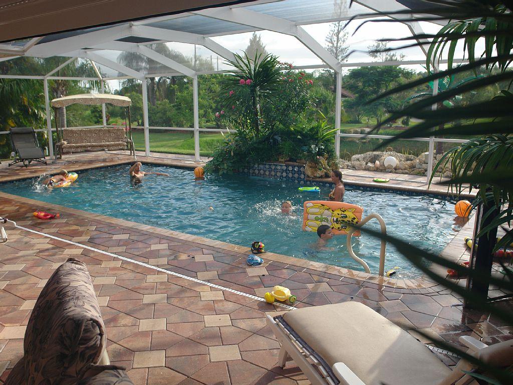 immobilien bonita springs ferien villa bonita springs zu verkaufen pool blick auf 2 seen. Black Bedroom Furniture Sets. Home Design Ideas