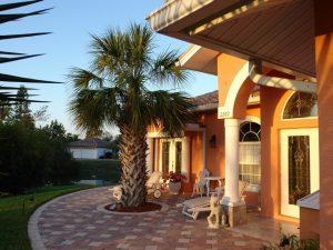 Einliegerwohnung Bell Villa: Immobilien Bonita Springs: Ferien Villa Bonita Springs zu verkaufen - Pool, Blick auf 2 Seen - 5000 qm Grundstueck + Separates Apartment