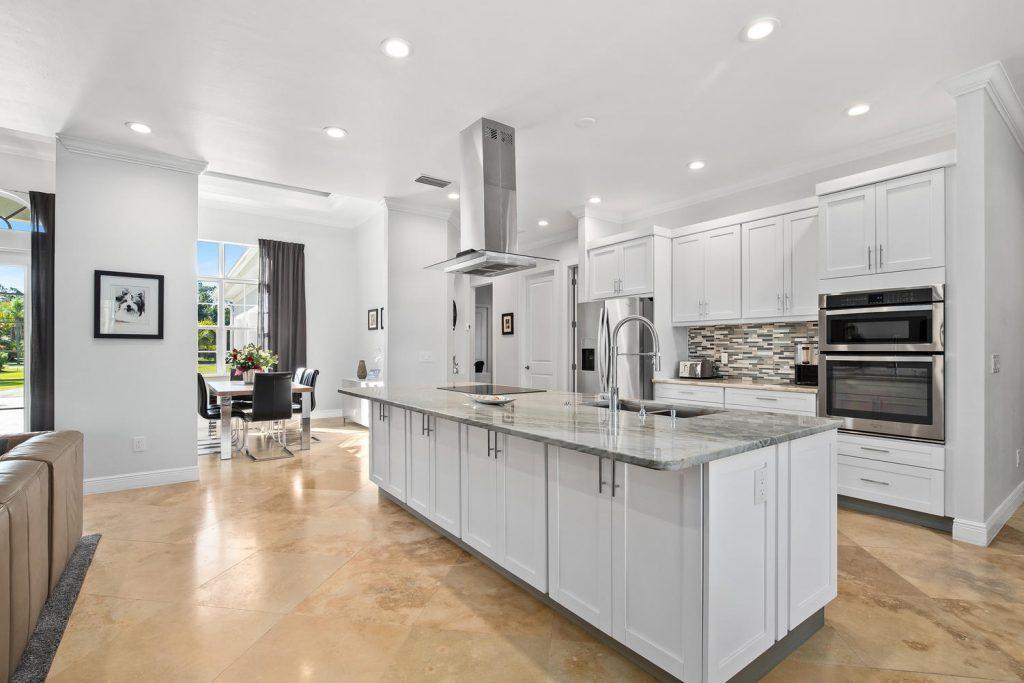 Haus Naples kaufen auf ueber 4000 qm Grundstuecksflaeche - Immobilien Florida