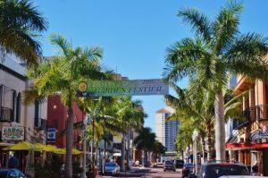 Immobilien Fort Myers, Ferienhaus, Ferienwohnungen, Ferienvilla, Haeuser und Villen kaufen am Meer, mit Pool am Golfplatz